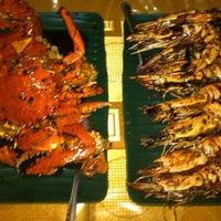 Photo taken at Sea Food 1000 Pulau by Ferisca K. on 6/6/2013