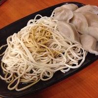 6/21/2014 tarihinde Abbie L.ziyaretçi tarafından Tasty Dumplings'de çekilen fotoğraf