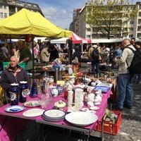 Foto scattata a Flohmarkt am Rathaus Schöneberg da Natali G. il 5/7/2017