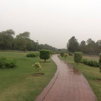 Photo taken at Model Town Park by Sa3d Ⓜ. on 5/11/2015