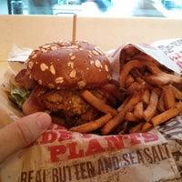 Снимок сделан в Epic Burger пользователем Robert W. 1/29/2013
