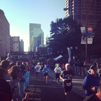 Photo taken at Nationwide Children's Hospital Columbus Marathon & 1/2 Marathon by Jen H. on 10/20/2013