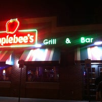 Photo taken at Applebee's Neighborhood Grill & Bar by Ted A. on 5/16/2014