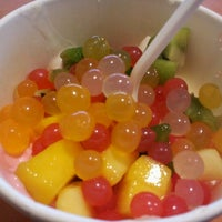 Photo taken at Tutti Frutti Frozen Yogurt by Jason E. on 1/3/2013