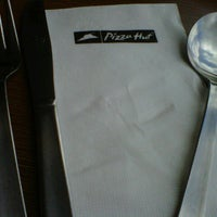 Photo taken at Pizza Hut by Hajarul Bistari P. on 3/31/2013
