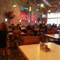 Foto tomada en La Parrilla Mexican Restaurant por Mindy T. el 2/22/2013