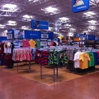 Foto tomada en Walmart Paraíso por Alberto el 5/4/2013