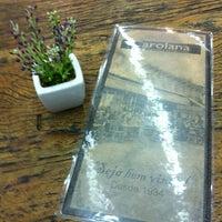 Foto tirada no(a) Confeitaria Carolana por Monica M. em 12/24/2012