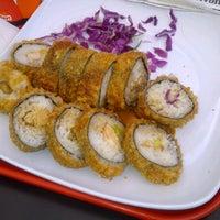 Foto tomada en Origami Sushi por Carla P. el 9/19/2012