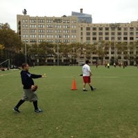 Photo prise au DeWitt Clinton Park par Mark K. le10/28/2012