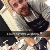 Das Foto wurde bei AliGürKuaför Nişantaşı von Melis Asena O. am 2/10/2016 aufgenommen