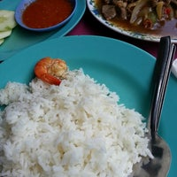 Photo taken at Medan Selera Seksyen 15, Shah Alam by Zulkepli R. on 2/15/2014