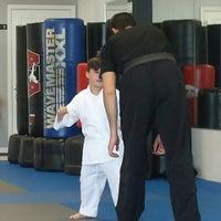 Foto tomada en ATA Karate por Frank L. el 7/19/2014