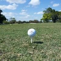 รูปภาพถ่ายที่ Palmetto Golf Course โดย Frank L. เมื่อ 3/30/2013