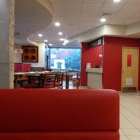 Photo taken at Pizza Hut by Manuel D. on 6/4/2014