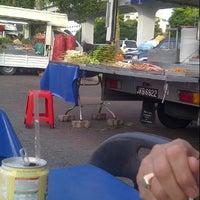 Снимок сделан в Medan Steamboat Luton Van пользователем Nurul A. 12/27/2012