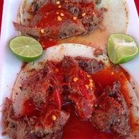 Photo taken at Tacos de Cabeza Chino Mario by Juan L. on 3/29/2014