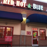 Photo taken at Red Hot & Blue  -  Barbecue, Burgers & Blues by Leslie G. on 1/21/2013