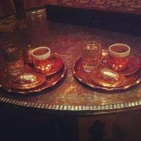 2/13/2013 tarihinde Nilay O.ziyaretçi tarafından Al Fakheer Shisha Lounge'de çekilen fotoğraf