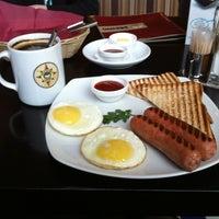 Снимок сделан в Traveler's Coffee пользователем Andrey Z. 2/20/2013