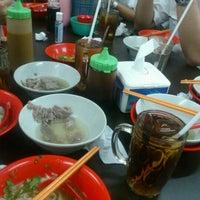 Foto tomada en Bakso Akiaw 99 por Nana el 9/27/2012