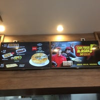 Photo taken at PHD - Pizza Hut Delivery by Nana on 12/31/2016