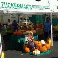 Foto tirada no(a) Fresh52 Farmers Market por @RainbowSteph B. em 10/14/2012