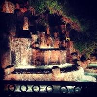 Foto tirada no(a) Wynn Waterfall por Nash A. em 12/31/2012