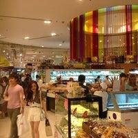 Foto tirada no(a) Gourmet Market por Vince K. em 7/28/2013