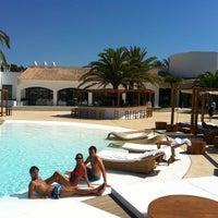 Foto tomada en Destino Pacha Ibiza Resort por Jordi C. el 8/16/2013