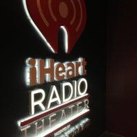 Photo prise au iHeartRadio Theater par Chelle . le10/3/2012