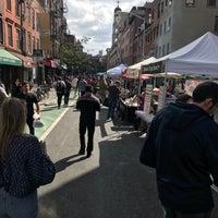 Foto tirada no(a) Bleecker Street por Chelle . em 9/30/2017