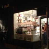 Foto tomada en Bread To Go por Chelle . el 9/27/2012