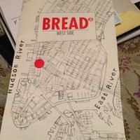 Foto tomada en Bread To Go por Chelle . el 9/29/2012
