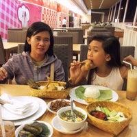 10/21/2014 tarihinde Heru U.ziyaretçi tarafından SAMBARA Sajian Sunda Grage City Mall Cirebon'de çekilen fotoğraf