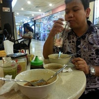 Photo taken at Coffee Town Kaya Toast by Fitriati Lam Ganda on 6/28/2013
