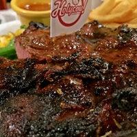 Foto tirada no(a) Holycow! Steakhouse por Dewono S. em 8/13/2016