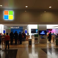 Foto tirada no(a) Microsoft Store por Lenny R. em 10/29/2013