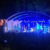 Photo prise au Greenfield Lake Amphitheater par Ryan P. le4/22/2017
