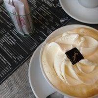 Photo prise au Café Mozart par Neriman D. le11/30/2012