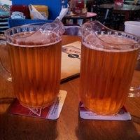 รูปภาพถ่ายที่ Lucky's Pub โดย edith c. เมื่อ 10/3/2012