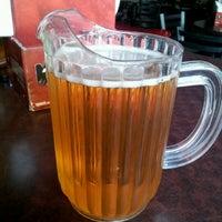 รูปภาพถ่ายที่ Lucky's Pub โดย edith c. เมื่อ 9/26/2012