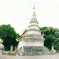 Photo taken at Wat Phan Waen by Natapong K. on 5/21/2016