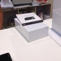 รูปภาพถ่ายที่ Apple Premium Reseller KICHIJOJI STORE โดย umbdoo เมื่อ 10/13/2014
