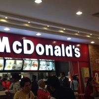 Foto tomada en McDonald's por Asaf T. el 8/15/2013