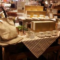 รูปภาพถ่ายที่ Afternoon Tea LIVING โดย yasuzoh เมื่อ 12/29/2012