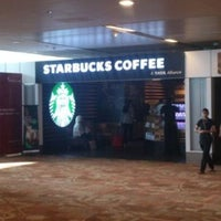 Foto tirada no(a) Starbucks Coffee por Brijesh K. em 2/10/2013