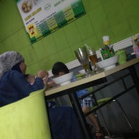 Photo taken at Bakso Bakwan Malang (BBM) OKE by wahab z. on 2/9/2014