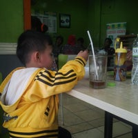 Photo taken at Bakso Bakwan Malang (BBM) OKE by wahab z. on 6/22/2014
