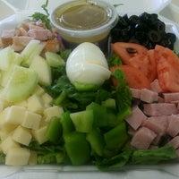 Foto tirada no(a) Oak Island Sub Shop & Salads por Bigironskillet em 7/17/2013